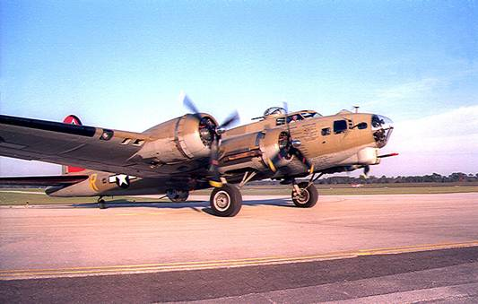 B-17 Flying Fortress '909'